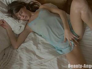 Tainted brunette Zanna opens her legs be proper of a solo set-to