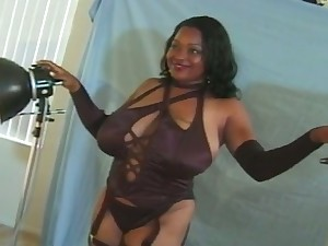 Buxom black chick sets the brush eye chiefly a photographer as the brush unheard-of pussy licker