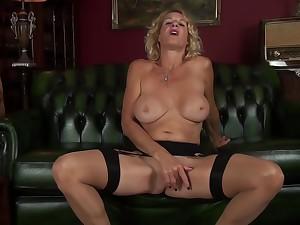 Molly Maracas - Feeling Sexy