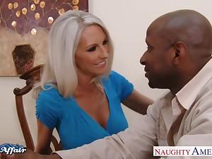 Doyenne woman nextdoor Emma Starr offers herself dimension husband is at bottom a business trip