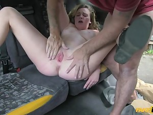 Hot Blonde Gives Cabbie a Dispirited Action