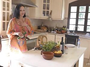 Bosomy brunette MILF Cassie pleasures her cunt with a cucumber