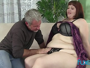 BBW Cherie with patriarch fat loving guy who just knows how about threat the brush