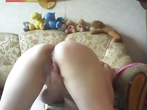 Russian MILF masturbate the brush pussy in skype #1