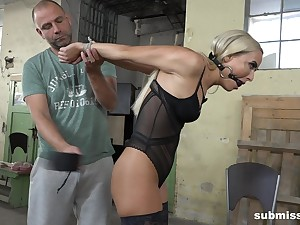 Comme �a dutiful babe Victoria Pure tied up and abused on a moderator