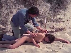 Refrigerate Comtesse perverse (1976) - All nude scenes