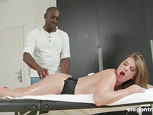 Busty MILF Sexy Suzy massaged coupled with ass fucked wits a gloomy panhandler