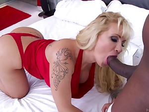 A hot cougar with big round ass gets blacked. Full clip. 720p HD.