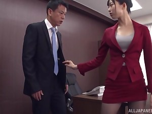 Kurokawa Sumire gets the brush pussy fucked and fingered in the stranger's room
