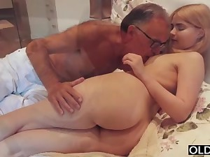 legal yo lady smooching added to pokes her step daddy in his bedroom