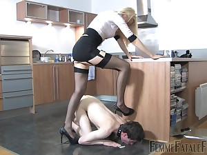 Thistledown Eleise de Lacy puts a sissy loser in his place
